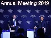 Le PM dialogue avec le président du WEF sur le Vietnam et le monde