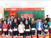 Têt : cadeaux à des personnes en difficulté à Hoa Binh