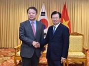 Le vice-PM Trinh Dinh Dung reçoit un dirigeant du groupe Hyundai