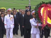 Le président Kim Jong-un rend hommage au président Hô Chi Minh