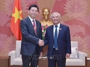 Le vice-président de l'AN Uông Chu Luu reçoit une délégation chinoise