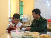 Les gardes-frontières aident les enfants pauvres à accéder à l'éducation