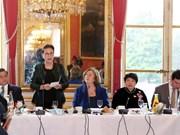La présidente de l'AN rencontre des parlementaires et représentants d'entreprises françaises