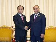 Le PM Nguyen Xuan Phuc rencontre le secrétaire général du Parti démocrate libéral du Japon