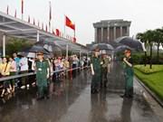 Hommage au président Ho Chi Minh à l'occasion de la Journée de la réunification nationale
