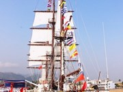 Le voilier Le Quy Don en visite en Indonésie