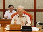 Le secrétaire général du Parti et président Nguyen Phu Trong préside une réunion du Bureau politique