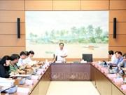 Les députés continuent leur débat sur de nombreuses questions