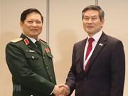 Activités du ministre vietnamien de la Défense au 18e Dialogue de Shangri-La
