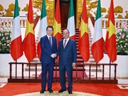 Le PM italien Giuseppe Conte achève sa visite au Vietnam