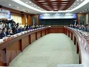 Le vice-PM Vuong Dinh Huê travaille avec des investisseurs sud-coréens
