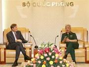 Le vice-ministre de la Défense Nguyen Chi Vinh reçoit le directeur de l'USAID au Vietnam