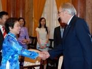 Nguyên Thi Doan reçoit le juge en chef de la Cour fédérale d'Australie