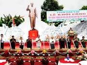 """Construction du monument """"L'Oncle Hô et le Tây Nguyên"""""""