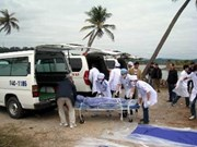 Remise des affaires personnelles des victimes du naufrage du Truong Hai