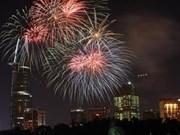 Le réveillon du Nouvel An illuminé par les feux d'artifice