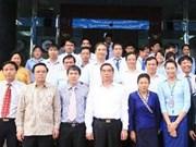 Le Hong Anh visite des projets d'entreprises vietnamiennes au Laos
