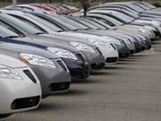 Le marché automobile ralentit sa chute mais reste bas