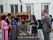 Costumes traditionnels vietnamiens exposés en Belgique