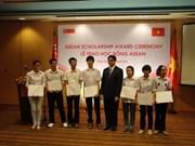 Bourses d'études de Singapour à des étudiants vietnamiens