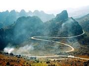 Têt: nombre de touristes visitent le plateau calcaire de Dong Van
