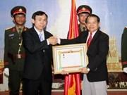 Remise de l'Ordre du Travail du Laos au Syndicat de Hanoi