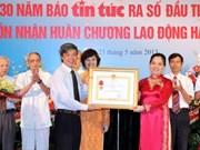 Le journal Tin Tuc reçoit l'Ordre du Travail