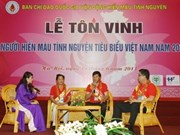100 donneurs de sang exemplaires du Vietnam en 2013 à l'honneur