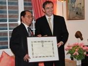L'ex-ambassadeur du Vietnam décerné la Légion d'Honneur