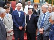 Le président Truong Tân Sang reçoit des scientifiques étrangers