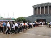 Plus de 51.800 personnes rendent hommage au Président Ho Chi Minh