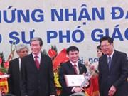 Trân Dinh Hoa, le plus jeune professeur de 2013