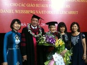 Deux Français honorés du titre de docteur honoris causa