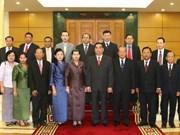Des invités laotien et cambodgien reçus par un dirigeant vietnamien