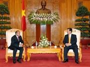 Le PM Nguyen Tan Dung reçoit l'ambassadeur kazakh