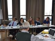 Table ronde à Paris sur l'éducation au Vietnam