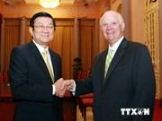 Le président Truong Tan Sang reçoit le sénateur Benjamin Cardin