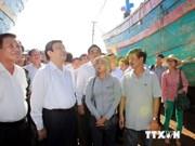 Le président encourage les pêcheurs revenus de Hoang Sa