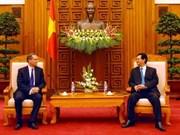 Le PM vietnamien reçoit les ambassadeurs du Royaume-Uni et de la Pologne