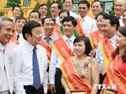 Le président Truong Tan Sang reçoit des syndicalistes exemplaires