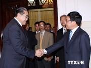 Le chef d'Etat reçoit deux spécialistes du marxisme à Hanoi