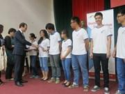 Remise du certificat d'allemand DSD à des lycéens à Hanoi