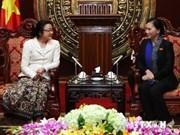 Une vice-présidente de l'AN vietnamienne reçoit des femmes députés lao