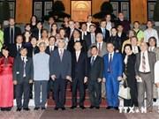 Le chef de l'Etat reçoit des musiciens d'Asie et d'Europe