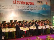 Cérémonie à la gloire des brillants élèves issus d'ethnies minoritaires de 2014