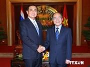 Des dirigeants vietnamiens reçoivent le Premier ministre thaïlandais