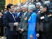 Le président rencontre d'anciens prisonniers membres de comités du Parti