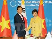 Le PM s'entretient avec la présidente sud-coréenne