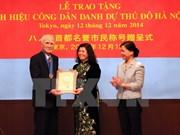 """Deux Japonais reçoivent le titre de """"Citoyen d'honneur de Hanoi"""""""