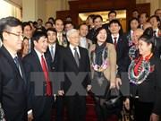 Le leader du Parti rencontre les meilleurs secrétaires des cellules du PCV au sein des entreprises